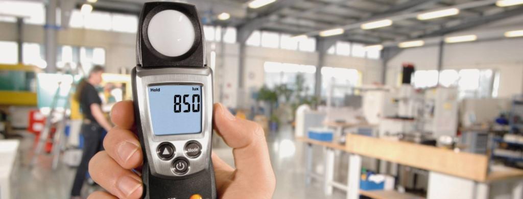 Измерение освещенности люксметром